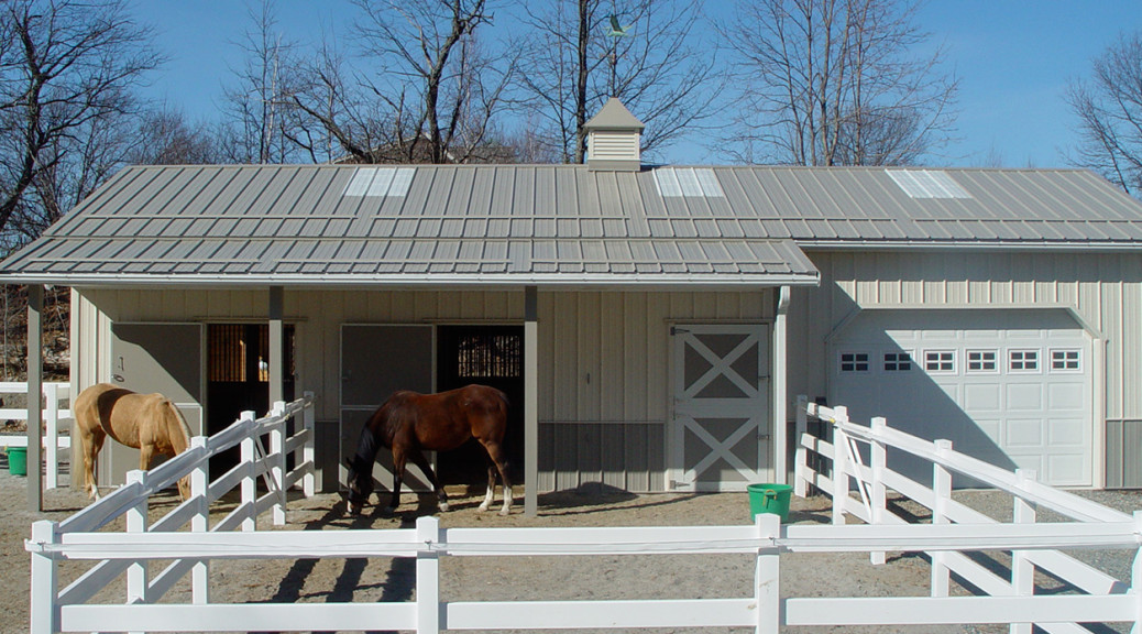 Image of Seacoast Horse and Pet Sittings Barn in Newbury